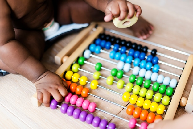 Close-up van een telraam speelgoed in de speelkamer
