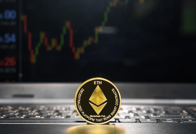 .close up van ethereum crypto valuta munt met trading exchange markt prijsgrafiek