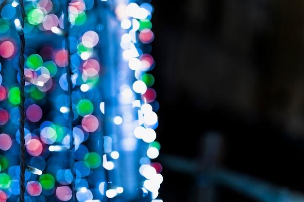 Close-up van fee gloeiend licht op donkere achtergrond