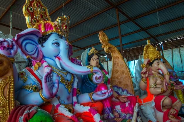 Close-up van ganesha idol bij een kunstenaarsworkshop tijdens ganesha festival