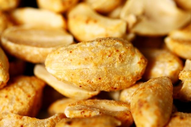 Close-up van gebraden pinda's