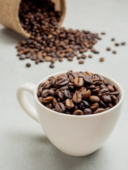 Close-up van gebrande thaise koffiebonen