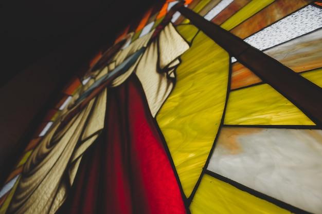 Close-up van gebrandschilderd glas afbeelding van st.thomas