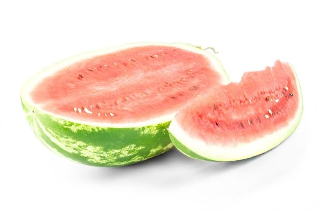 Close-up van geïsoleerde watermeloen (de helft en plak)