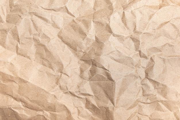 Close-up van gerecycled bruin rimpel verfrommeld oud met papier pagina textuur