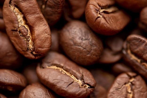 Close-up van geroosterde bruine koffiebonen