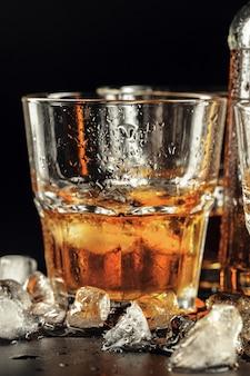 Close-up van glas met whisky