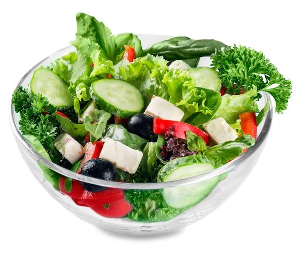 Close-up van griekse salade met fetakaas, kersentomaten en sla
