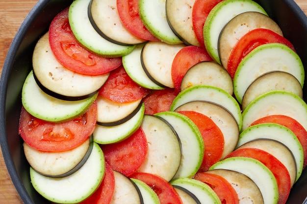 Close-up van groenten bereid voor het maken van ratatouille