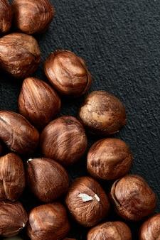 Close-up van hazelnootpitten - food frame achtergrond, macro gedetailleerd close-up.