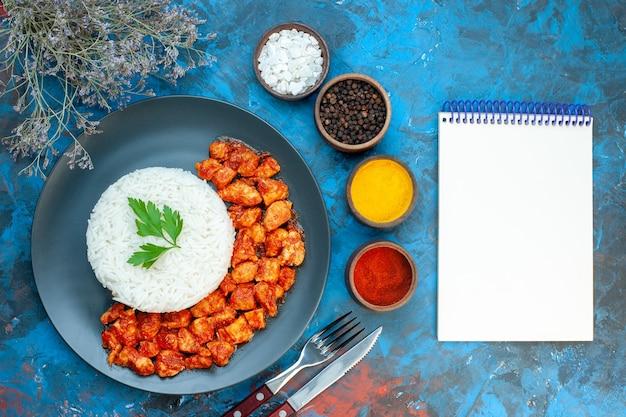 Close-up van heerlijke rijstmaaltijd op plaat