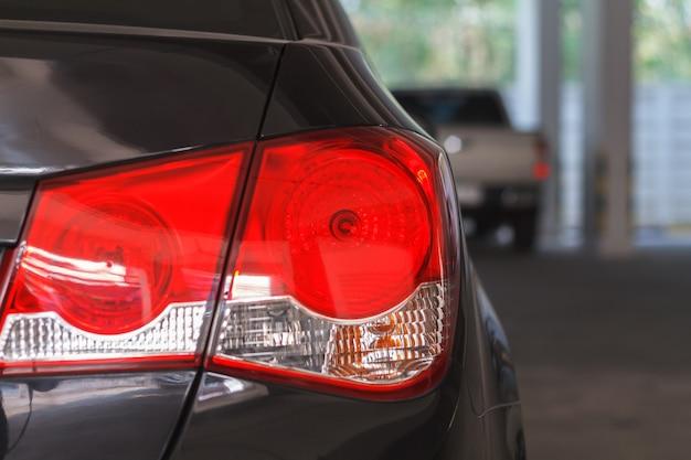 Close-up van het achterlicht en autolampen