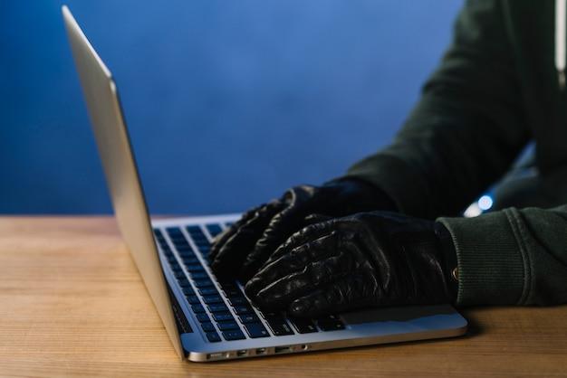 Close-up van het typen van hackers