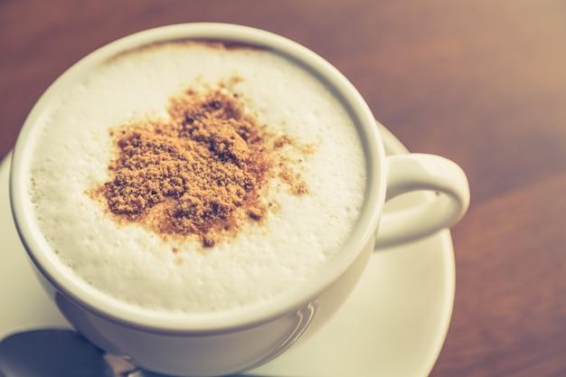 Close-up van hete koffie met chocolade