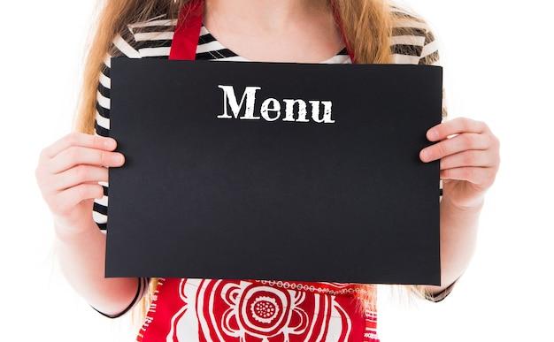 Close-up van horizontaal zwart blad met menutitel met kopie ruimte in handen van het meisje geïsoleerd op wit