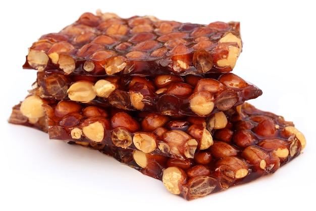 Close up van jaggery candy met pinda's