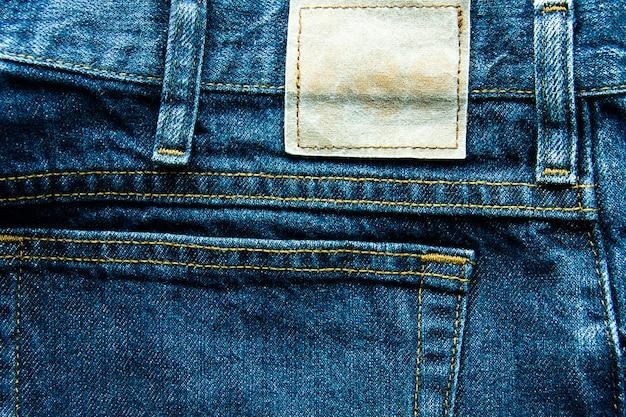Close-up van jeans label textuur achtergrond, veel verschillende jeans, textuur van classic