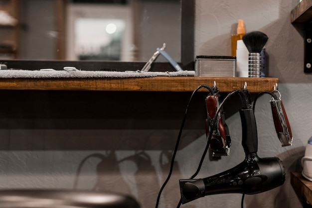 Close-up van kapper elektrisch gereedschap in kapperszaak
