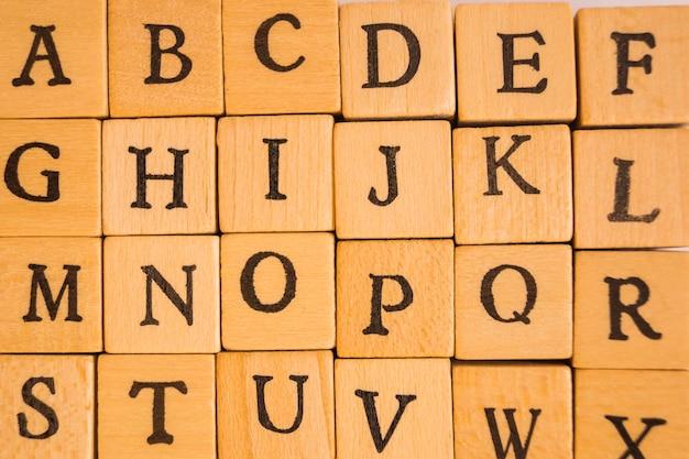 Close-up van kubussen met letters