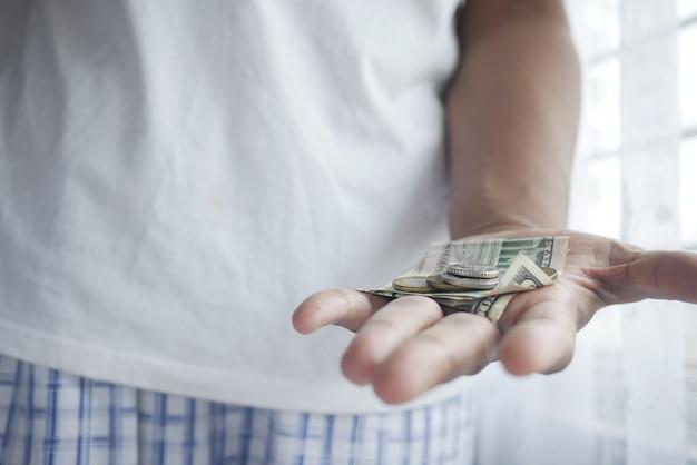 Close up van man hand tellen amerikaanse dollar cash