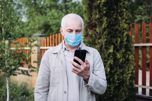 Close-up van man in een gasmasker om te beschermen tegen infectie met griepvirus of coronavirus