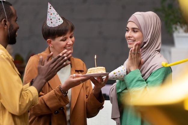 Close-up van mensen die arbeider vieren
