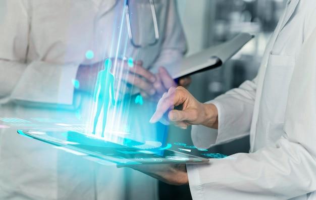 Close-up van mensen die laboratoriumjassen dragen