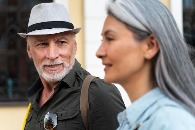 Close-up van mensen die samen reizen