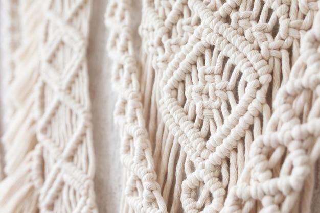 Close-up van met de hand gemaakt macrame breien
