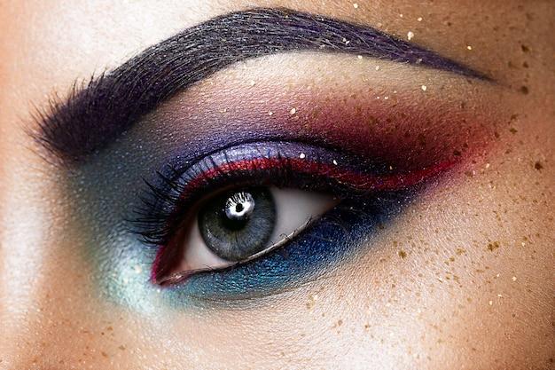 Close-up van mooi verwijfd oog
