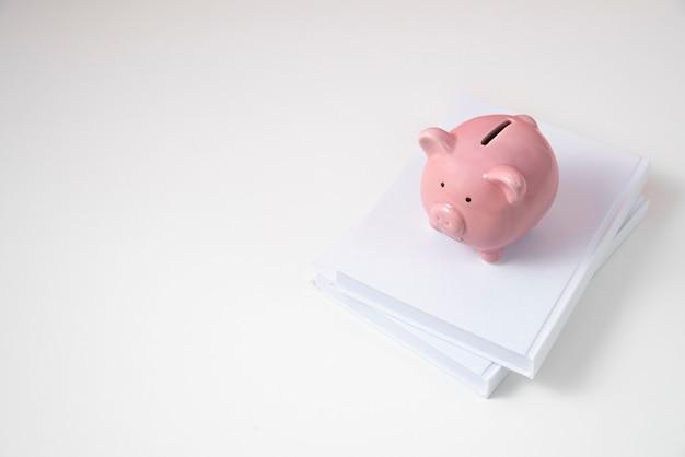 Close-up van onderwijs- en economieobjecten