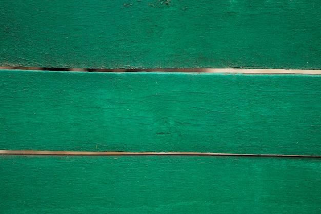 Close-up van oude groen geschilderde verweerde houten textuur.
