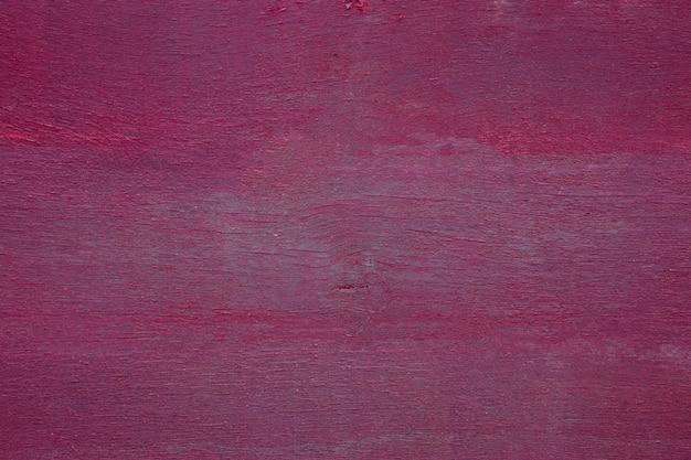 Close-up van oude purpure geschilderde verweerde houten textuur.