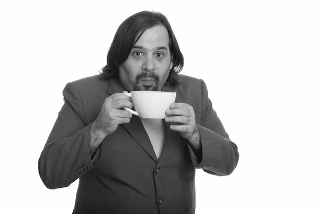 Close up van overgewicht bebaarde zakenman in pak geïsoleerd