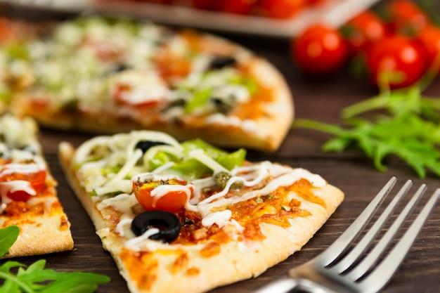 Close-up van plak van pizza