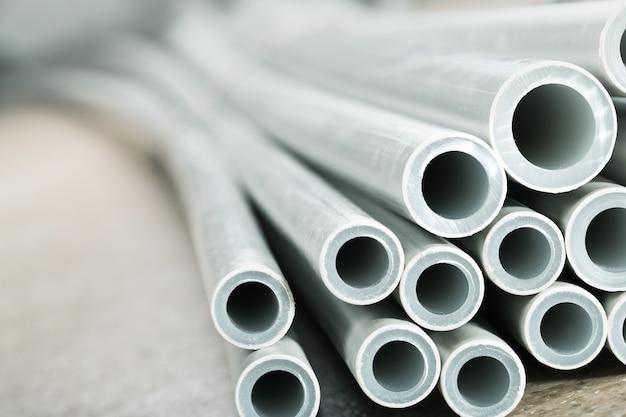 Close-up van plastic industriële buizen