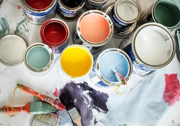 Close-up van renovatie van het huisschilderij