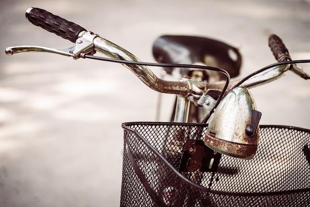 Close-up van roestige fiets