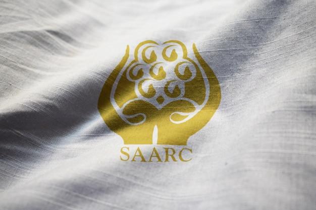Close-up van ruffled saarc vlag, saarc vlag blaast in de wind