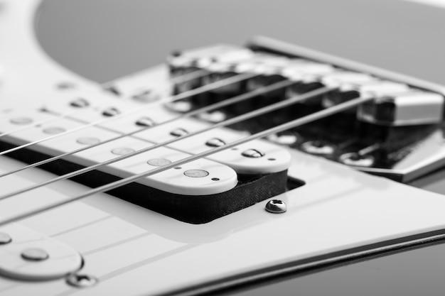 Close-up van snaren op elektrische gitaar