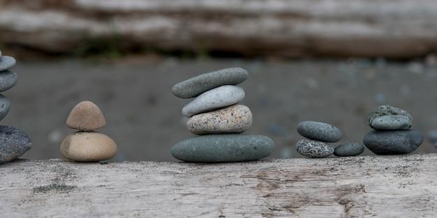 Close-up van stapels stenen op een rij, misleiding pass state park, eiken haven, de staat van washington, de vs