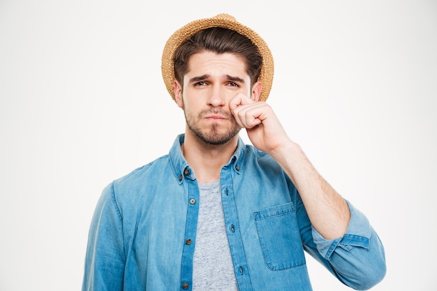 Close-up van trieste jonge man in hoofd staan en huilen op witte achtergrond white