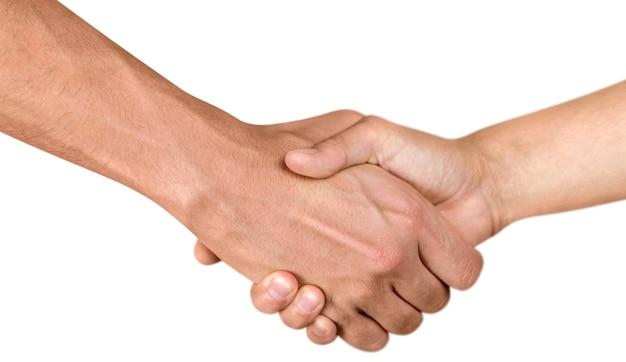 Close-up van twee mensen die elkaar de hand schudden