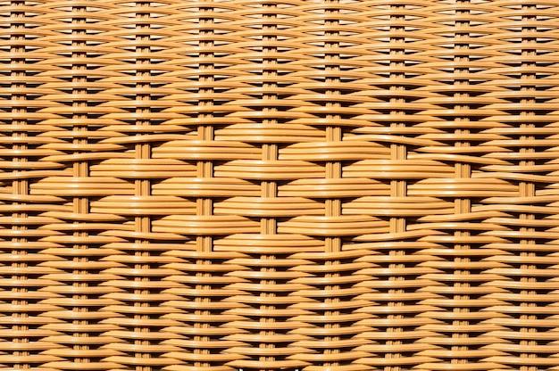 Close-up van verfraaide rieten mand of geweven rotanstoel