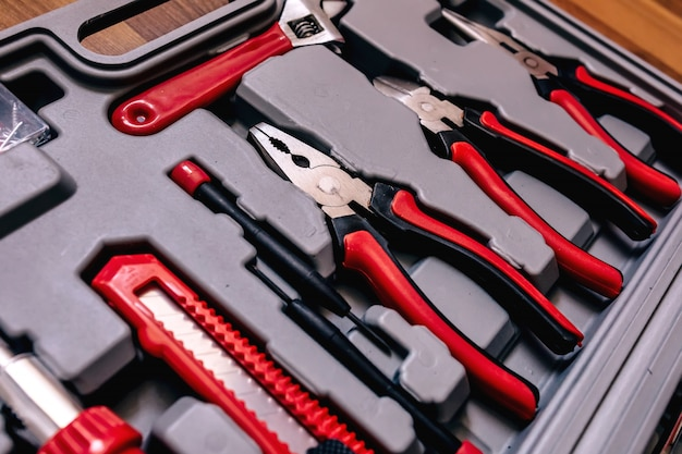 Close-up van verschillende soorten tools in een doos