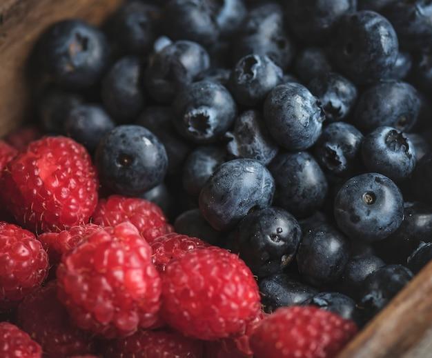 Close-up van verse bluberries en frambozen