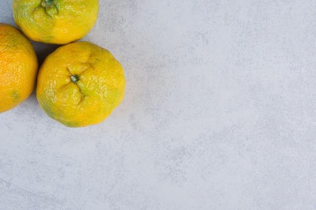 Close-up van verse organische mandarijnfoto's.