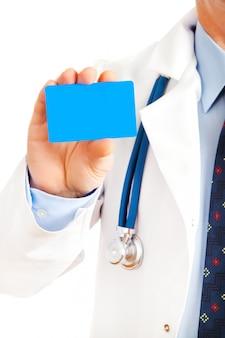 Close-up van visitekaartje in de hand van de arts