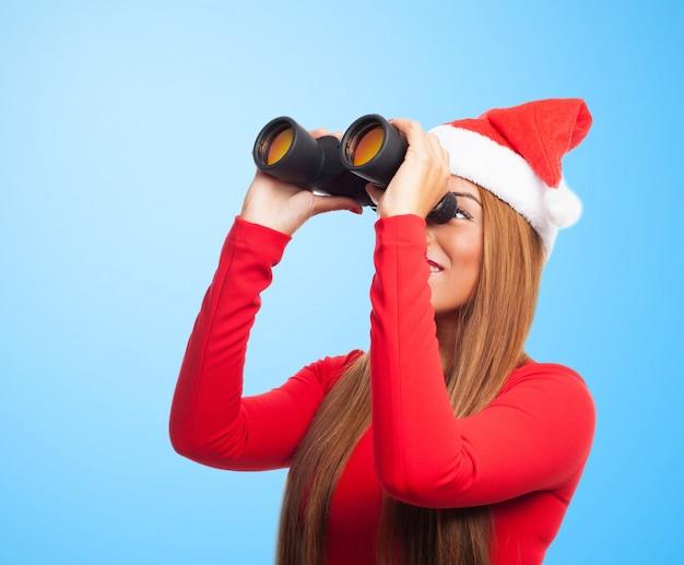 Close-up van vrolijke spion met kerstmuts