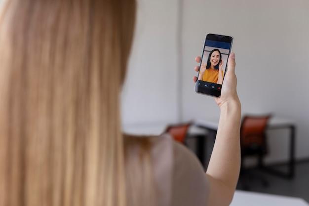 Close-up van vrouw in videogesprek